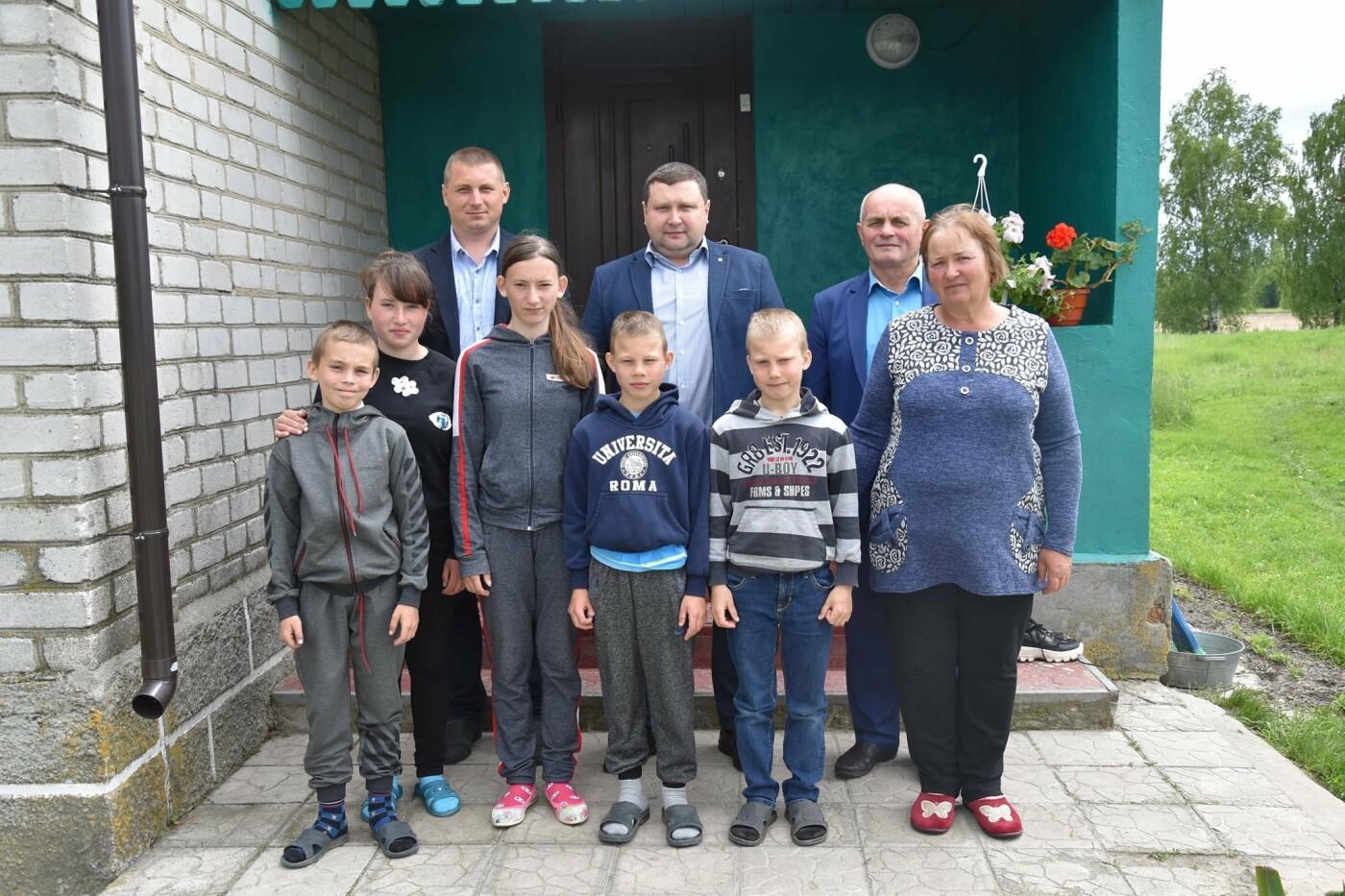 На Новоград-Волинщині привітали вихованців дитячих будинків сімейного типу, фото-5