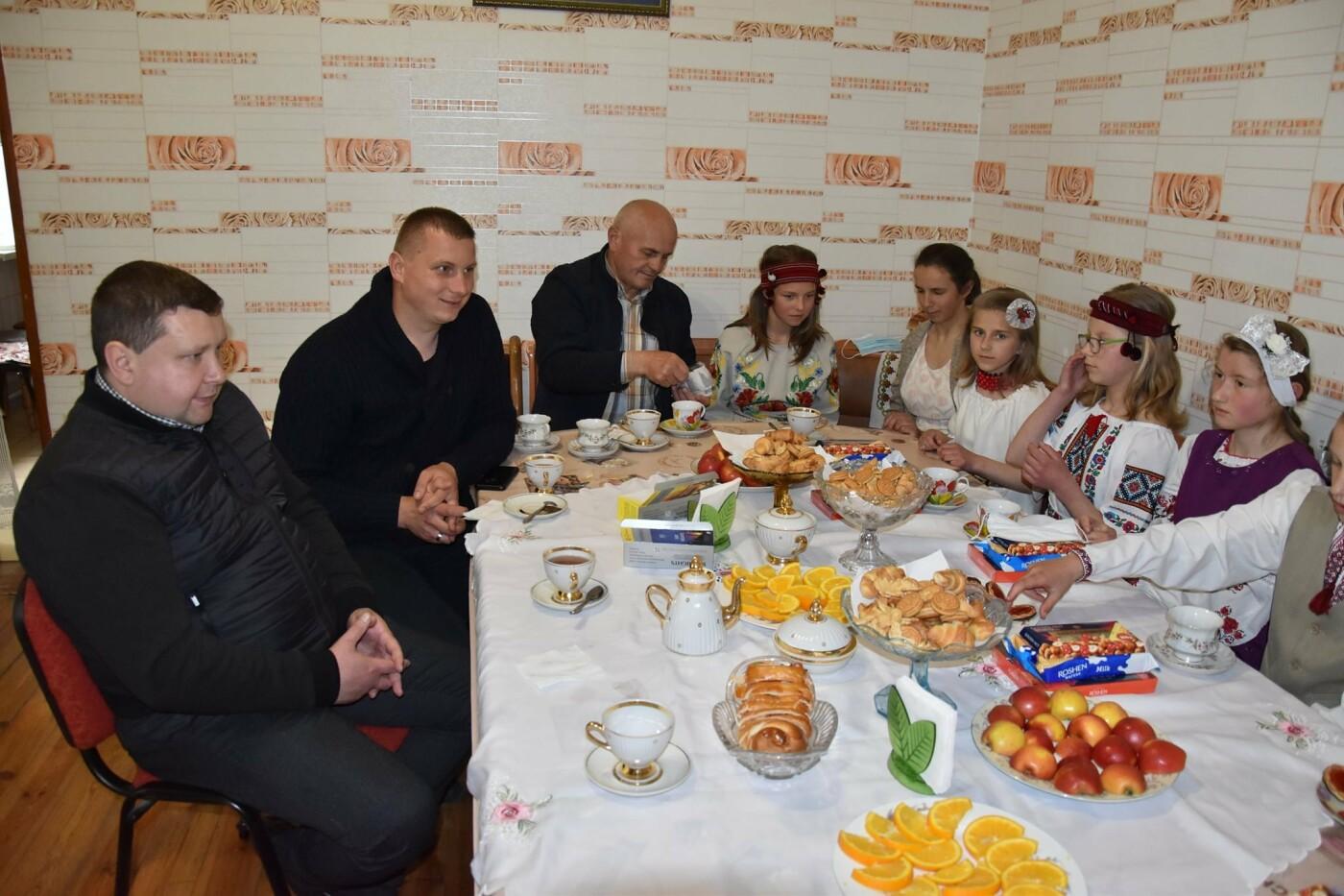 На Новоград-Волинщині привітали вихованців дитячих будинків сімейного типу, фото-1