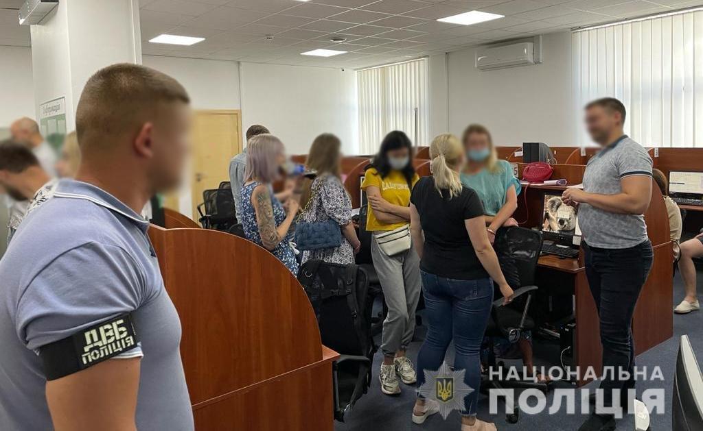 У Житомирі викрили колекторів, що погрожували боржникам порно-компроматом, фото-1